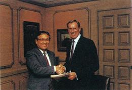 タイヨーインベストメンツUSA堀内会長とアメリカンコンチネンタルコーポレーションのチャールズ・H・キーティング会長
